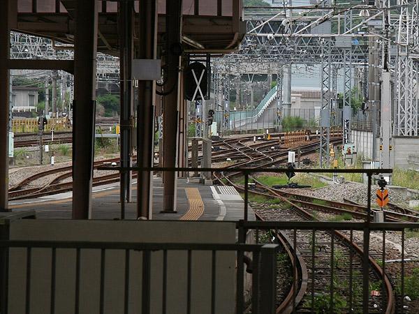箱根登山鉄道 箱根湯本駅構内の異電圧直直セクション